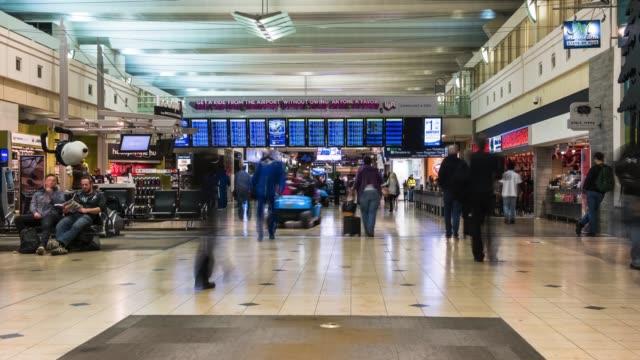 minneapolis airport foot traffic - аэровокзал стоковые видео и кадры b-roll
