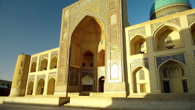 mir-i-arab weg in buchara, usbekistan - usbekistan stock-videos und b-roll-filmmaterial