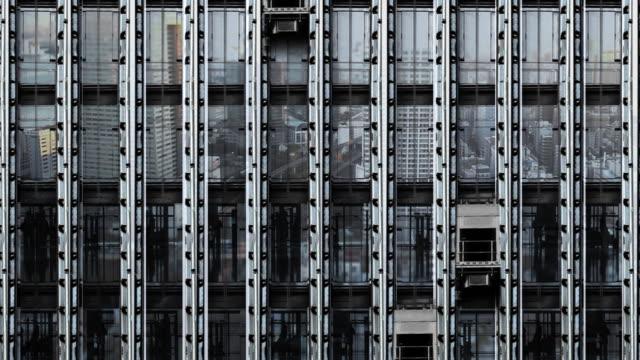 specchio grattacielo ascensore tokyo - ascensore video stock e b–roll