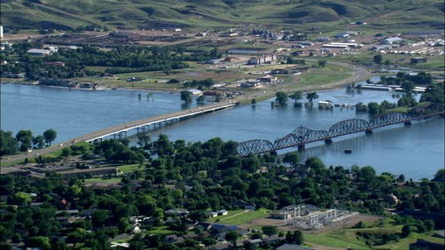 миссури наводнение-вид с воздуха-южная дакота, хьюз округ, соединенные штаты - missouri стоковые видео и кадры b-roll