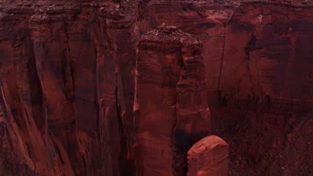 Mesa de Mitchell, Monument Valley - Drone cerca tiro - vídeo