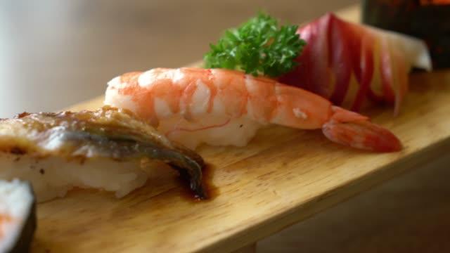 生寿司 - 日本の食スタイルをミックスします。 - 飲食店点の映像素材/bロール