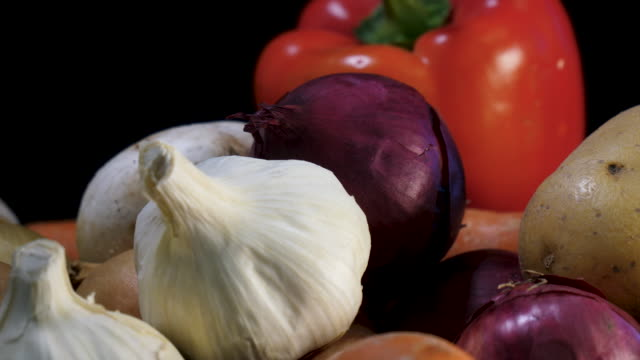 mixed fresh organic vegetables rotate in close up - aglio cipolla isolated video stock e b–roll