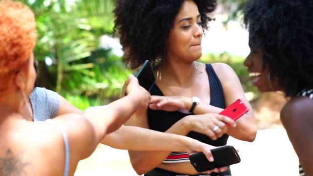 vídeos de stock e filmes b-roll de mixed racial group dancing - afro americano