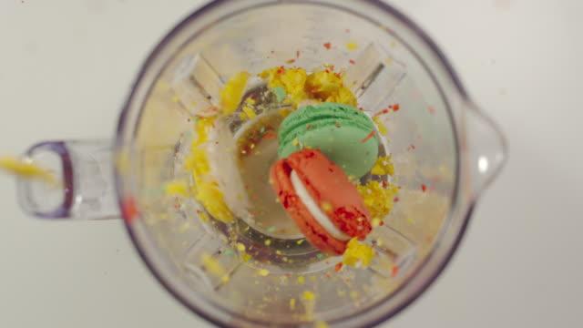 vídeos de stock e filmes b-roll de slow motion: mixer mills macaroons - triturar atividade