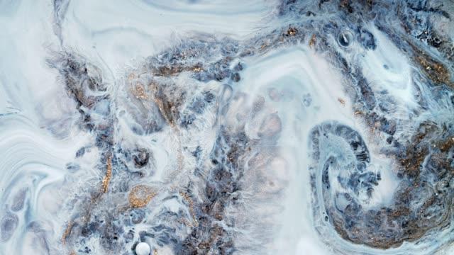 blanda akryl färger i vätska. makro. - marble bildbanksvideor och videomaterial från bakom kulisserna