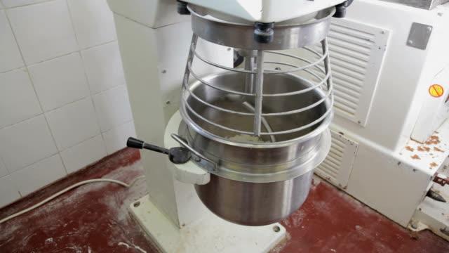 Mixing dough in machine video