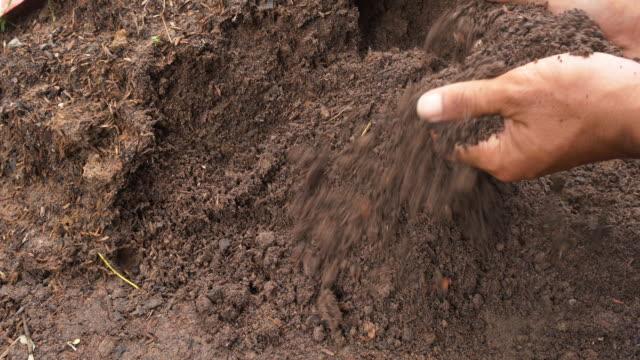 Mixing fertilizer