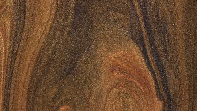 blanda guld akryl färger i vätska. makro. - akrylmålning bildbanksvideor och videomaterial från bakom kulisserna