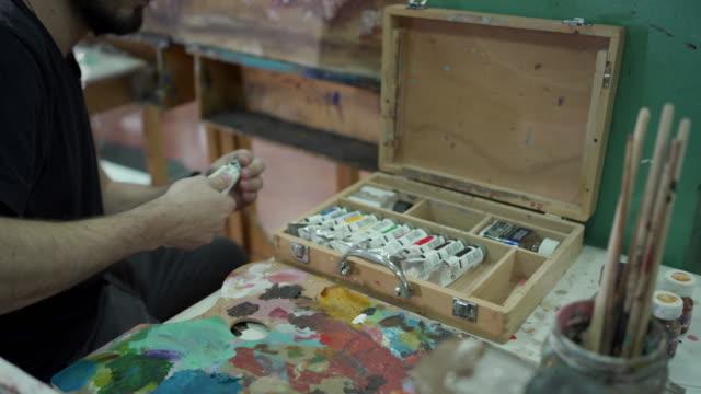 miscelazione della vernice ad acquerello - tavolozza video stock e b–roll