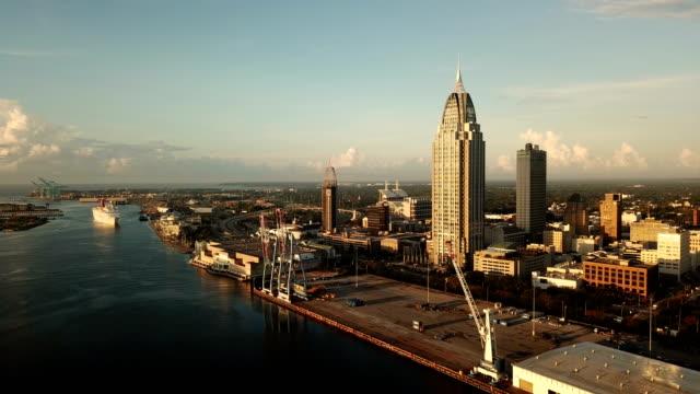 mobile alabama downtown city skyline gulf coast seaport - alabama filmów i materiałów b-roll