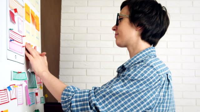 携帯電話用アプリケーションのプランニング ux モバイル デザイナー - 旅行代理店点の映像素材/bロール