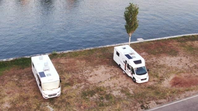 stockvideo's en b-roll-footage met stacaravans aan het water zoals hierboven gezien - caravan