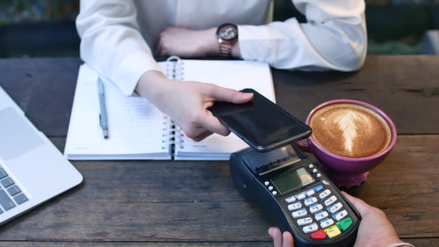 Mobile Payment in Cafe, Contactless Payment - vídeo