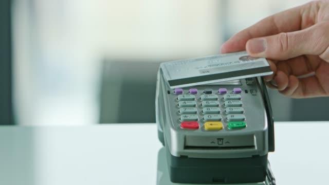 クレジット カード モバイル決済 - グリーティングカード点の映像素材/bロール