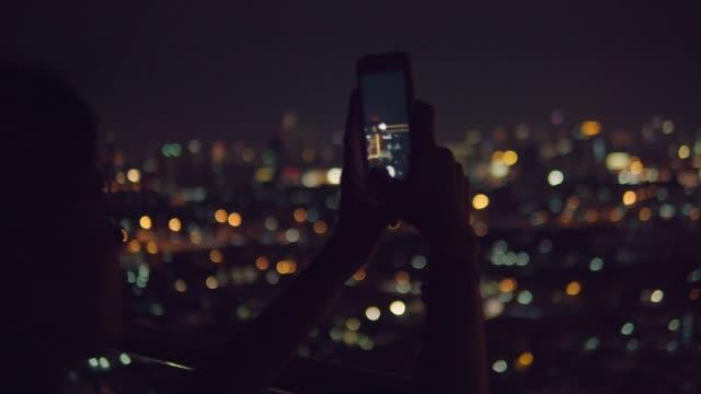 vídeos de stock e filmes b-roll de mobile/contactless payment - fotografar