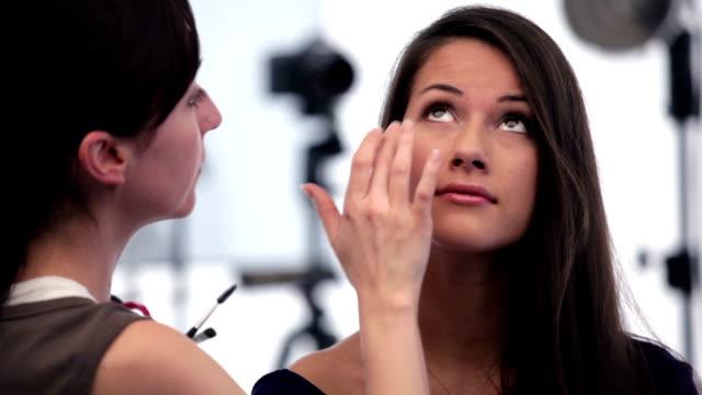 model on set - makeup artist bildbanksvideor och videomaterial från bakom kulisserna