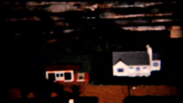 modello di treno ferroviario set di albero di natale - 1958 vintage 8 mm pellicola - christmas movie video stock e b–roll