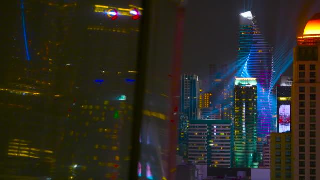 帶燈光表演的現代建築 - 投射 個影片檔及 b 捲影像
