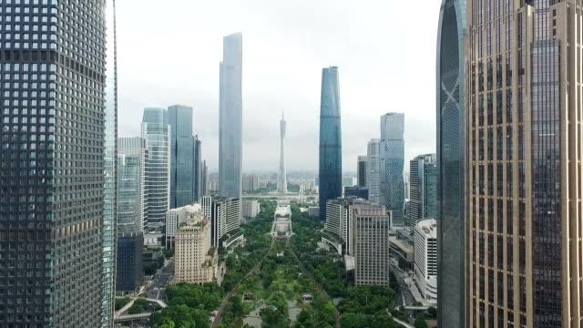 近代的な建物で、近代的な都市のミッドタウン - 中国 広州市点の映像素材/bロール