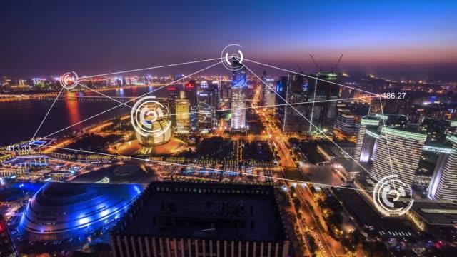 moderna byggnader i midtown av modern smart stad i molnet sky. tidsfördröjning - intelligens bildbanksvideor och videomaterial från bakom kulisserna