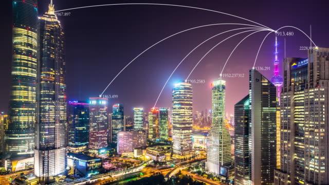bâtiments modernes à smart city dans la nuit. timelapse - Vidéo