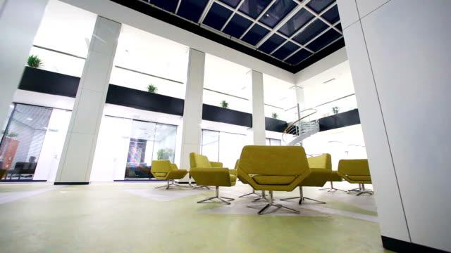 moderno business ufficio, time-lapse. - soffitto video stock e b–roll