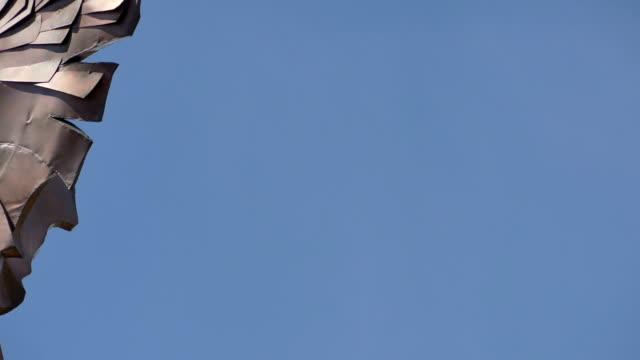 Cobre estátua do anjo moderno - vídeo