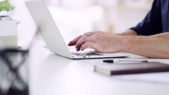 vídeos y material grabado en eventos de stock de el negocio moderno no existiría sin la tecnología - mecanografiar