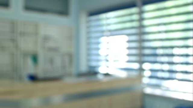 moderna tom sjukhusbyggnad reception, kansli - hospital studio bildbanksvideor och videomaterial från bakom kulisserna
