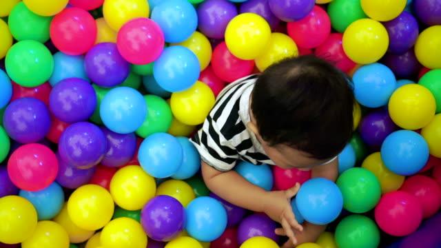 modern families - abbigliamento da neonato video stock e b–roll