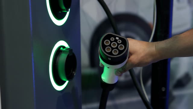 Modern gas station for electric vehicles - vídeo