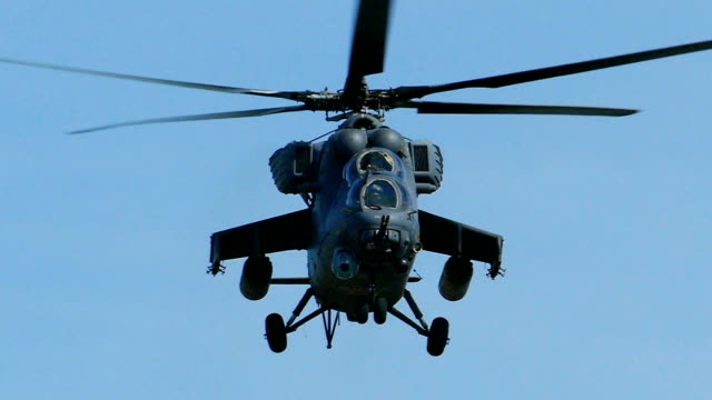 Bидео Modern heavy attack helicopter (slow motion)