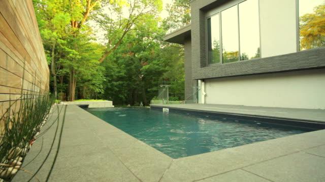 stockvideo's en b-roll-footage met modern house exterior - garden house