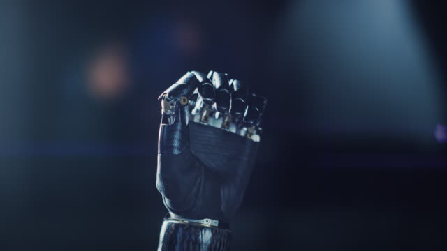 vídeos de stock e filmes b-roll de modern humanoid robot arm working, hand opening palm. delicate mechanistic wonder, high-tech prosthesis to help people with disability who lost their hand in an accident - membro