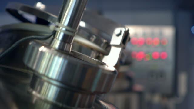 modern industrial equipment - нержавеющая сталь стоковые видео и кадры b-roll