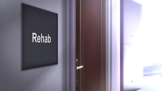 vídeos de stock e filmes b-roll de modern interior building signage series - rehab - melhoria