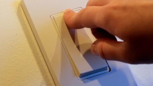 nowoczesne włącznik światła - składnik filmów i materiałów b-roll
