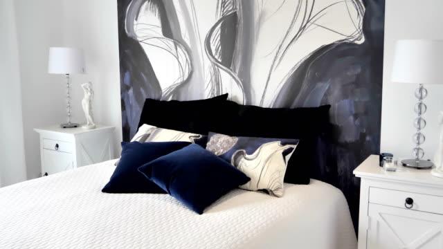 家の中の寝室の近代的な外観 ビデオ