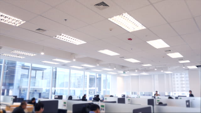 vídeos de stock, filmes e b-roll de interiores de escritório moderno - call center