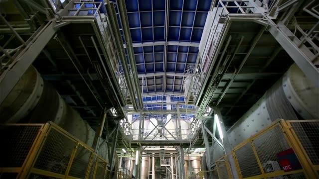 重い産業工場、新工場、生産、工場設備、インテリアでモダンな植物 - 重い点の映像素材/bロール