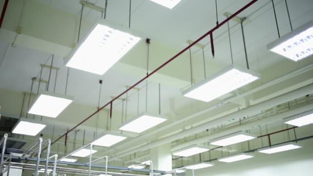 moderne technologische industrieanlagen. - chenopodiacea stock-videos und b-roll-filmmaterial