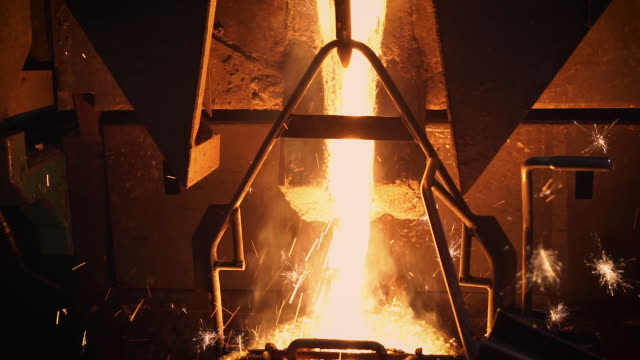 molten metal melting, operator tapping molten metal from furnace to ladle for pouring to in factory - attrezzatura energetica video stock e b–roll