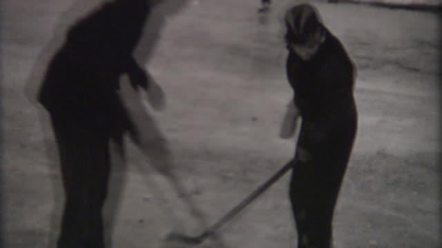 vidéos et rushes de maman hockey des années 1940 - hockey sur glace