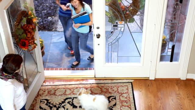 Mom welcomes kids home video