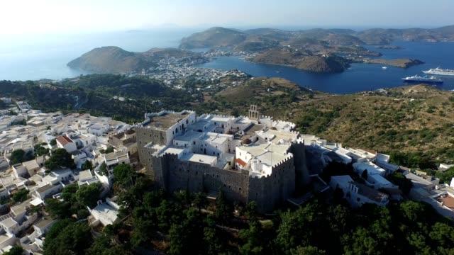 stockvideo's en b-roll-footage met klooster van saint john de divine - luchtfoto - patmos, griekenland - s