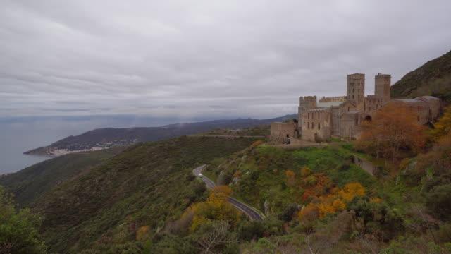 stockvideo's en b-roll-footage met klooster van sant pere de rodes, port de la selva, catalonië, spanje - klooster