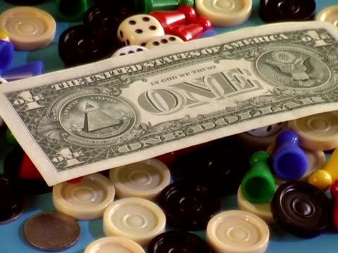 vídeos y material grabado en eventos de stock de dinero y juego tokens - accesorio financiero