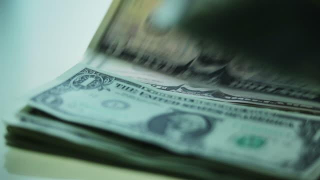 vídeos de stock e filmes b-roll de contar dinheiro dólares mo - corruption
