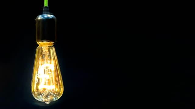 pengar att göra idé. glödlampa med pund sterling symbol. - pound sterling isolated bildbanksvideor och videomaterial från bakom kulisserna